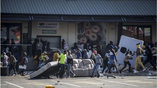 Riot-Looting